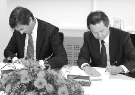 Bank of Tokyo Mitsubishi signing a tie-up agreement at TMF Group's Amsterdam office